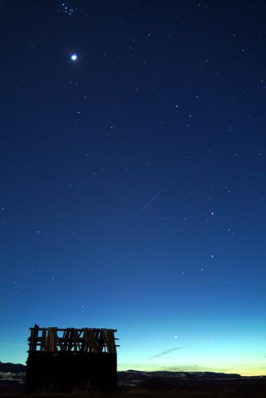 Февральским вечером на юго-западе можно невооруженным глазом найти юпитер как яркую желтую звезду, сияющую ровным