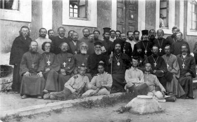 В 1918-1922 гг. в России шла ожесточенная братоубийственная гражданская война. Страна была разделена на множество частей и частичек, много раз переходящих от одной власти к другой.